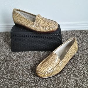 SAS Simplify Croc Patent Leater Loafers 7.5 M